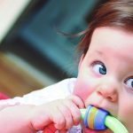 Brinquedos e brincadeira para bebês de 6 a 9 meses