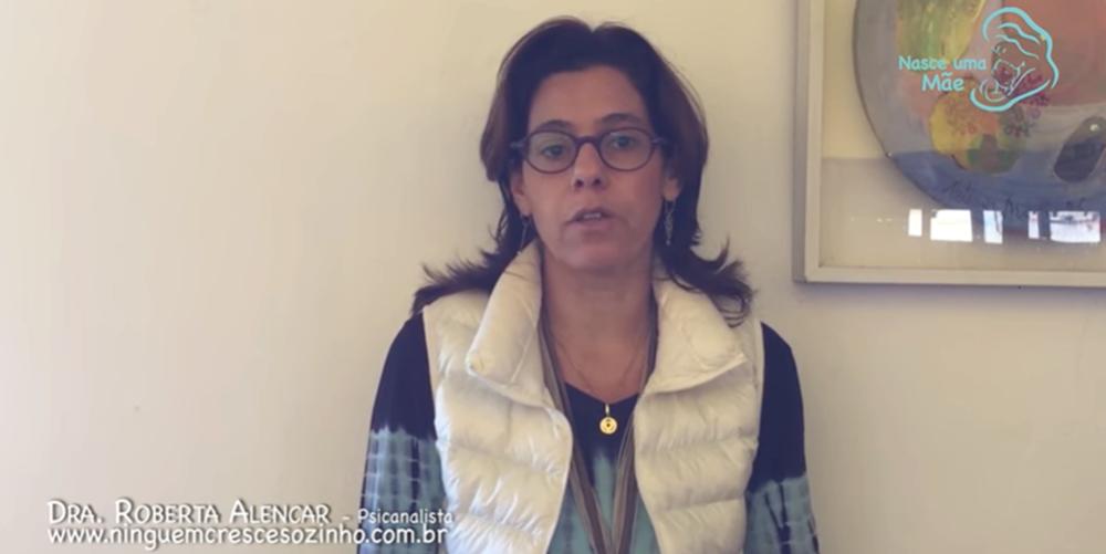 Roberta Alencar fala no canal de Tatá Fersoza sobre o brincar no primeiro ano de vida do bebê